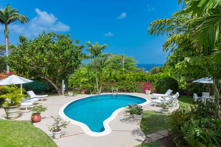 Beautiful 4 bedroom villa with Caribbean sea view