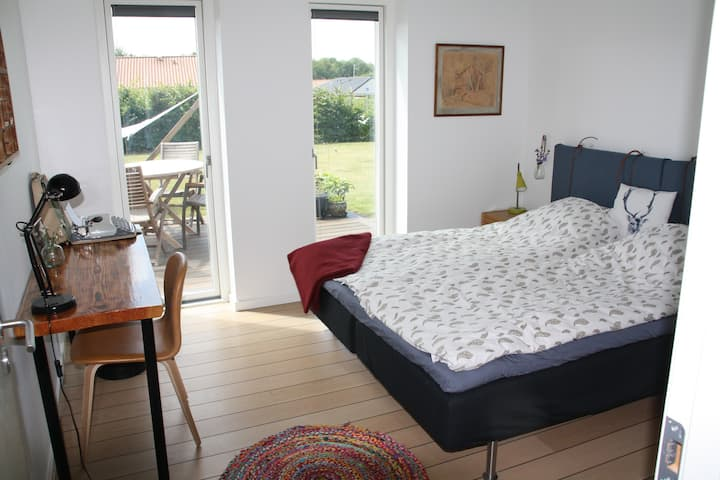 Cozy & spacious Guesthouse near Roskilde & Nature
