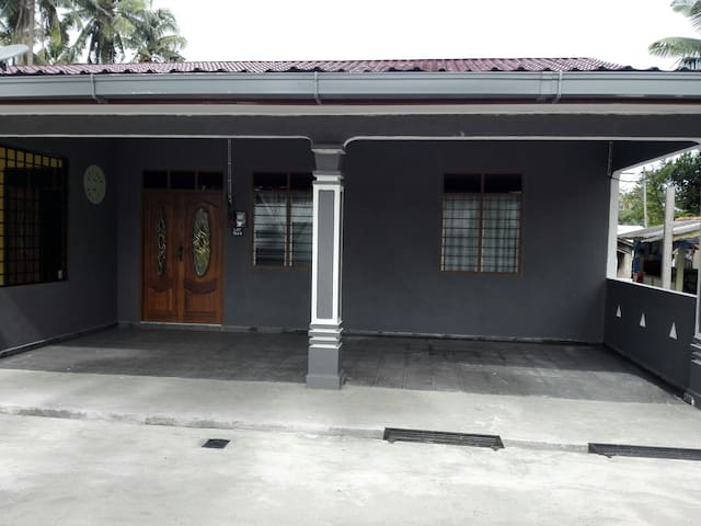 Welcome to Aiman Homestay - Marang - Huis