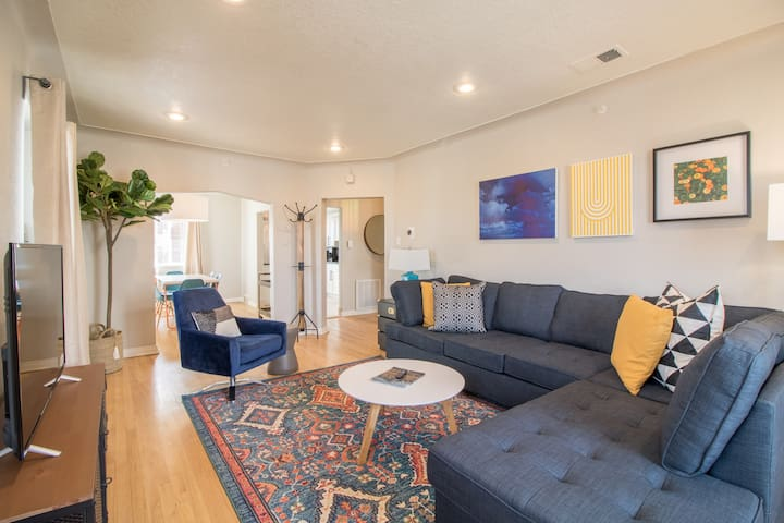 Awesome Renovated 2-Bedroom in Sloan's Lake - B