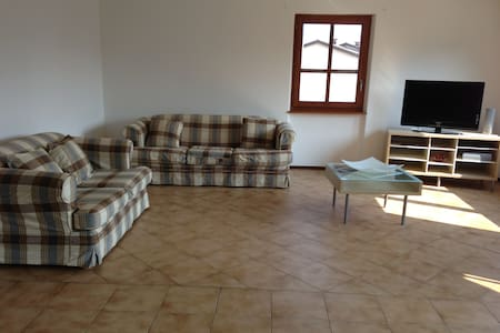appartamento privato  luminoso adatto a famiglie - Caslano