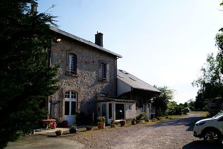 Appartement dans ancienne gare - Saint-Jean-Delnous - Διαμέρισμα