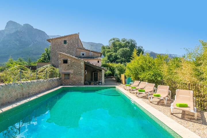 CAN POSTETA - Spectacular traditional Mallorcan house between mountains and with private pool. Ideal for families.