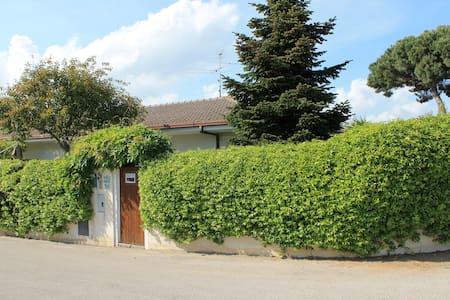 Grazioso Villino ad angolo - Rio Claro - 단독주택