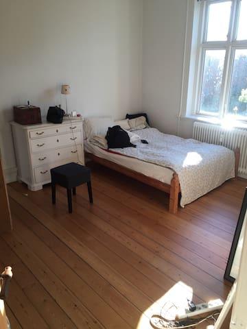 Central og hyggelig lejlighed :-) - Viborg - Apartamento