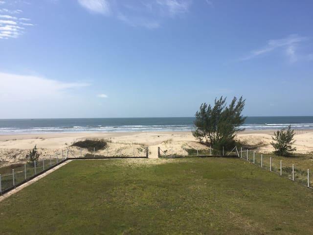 Triplex Beira Mar, em Itapirubá. 2 - Laguna - House