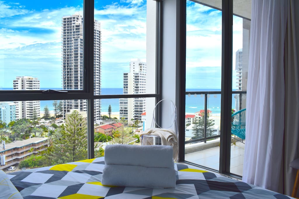 Wake up in the morning and enjoy the ocean view!!! air conditioning in the bedroom