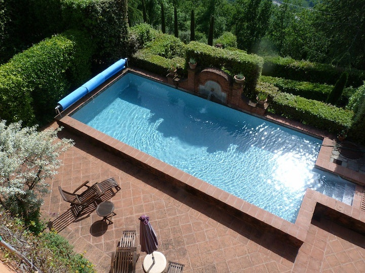 Rustic Tuscan Villa with 360 Views, Private Pool