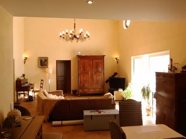 Maison dans un écrin arboré entre mer et montagne - Roquefort-les-Pins - House