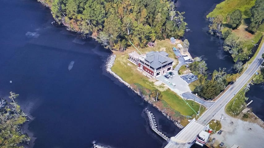 Secluded and Private Retreat Located directly across from the North Landing Draw Bridge on the ICW