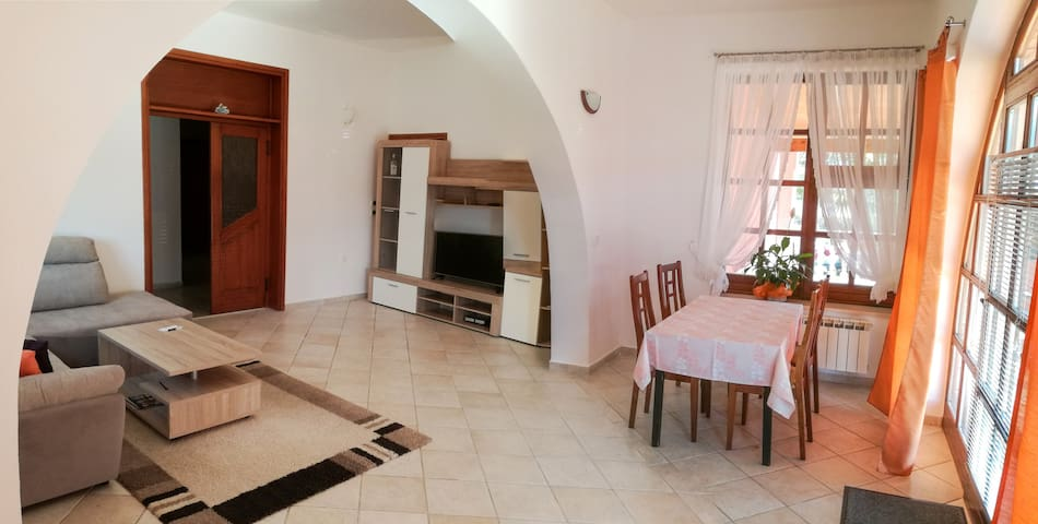 NEWLY furnished comfortable apartment 2+2 with**** - Umag - Apartamento