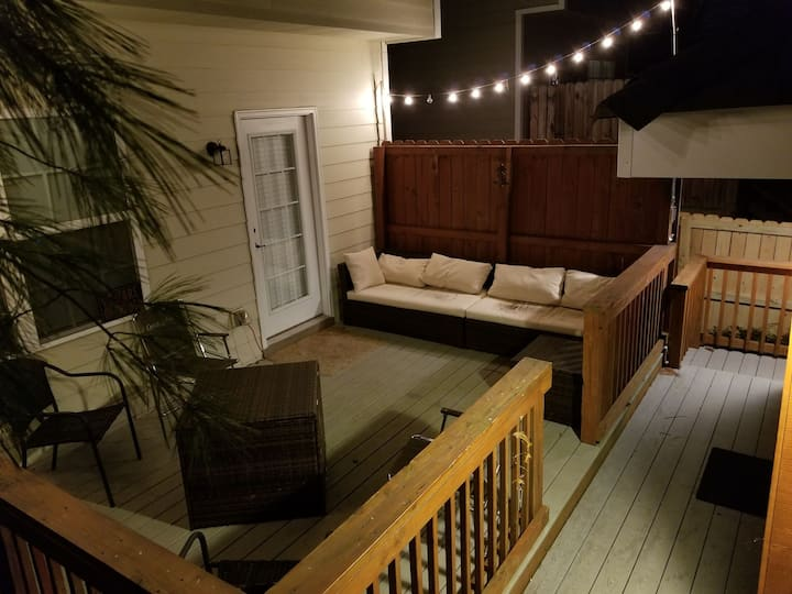 Hot Tub & Gym in South Nashille Area Sleeps 10