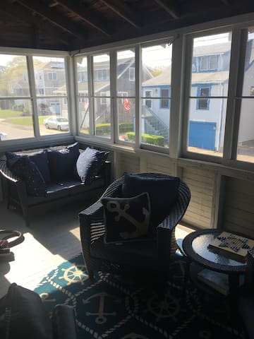 Charming 4-Bedroom .1 mi from beach