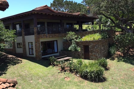 Spacious luxury self catering villa - Port Edward