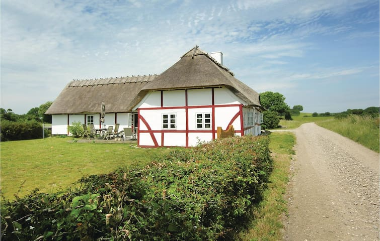 Holiday cottage with 3 bedrooms on 135m² in Humble