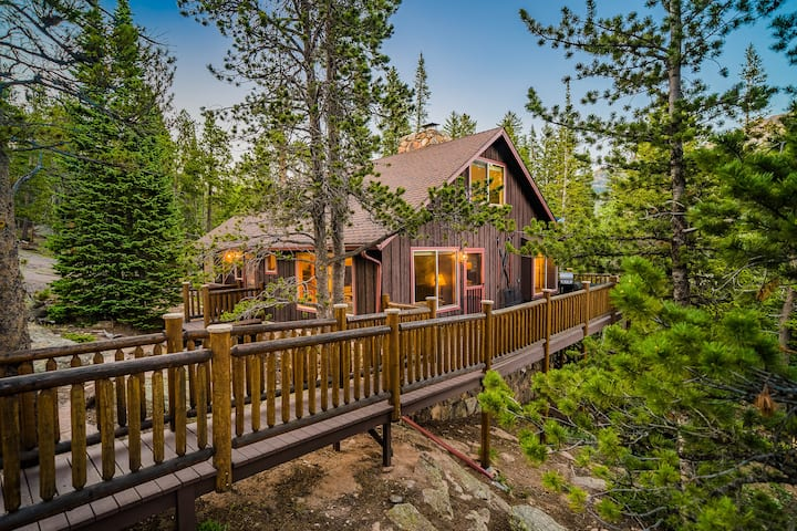 SECLUDED 3BR CABIN ON 10 ACRES w/ BROOK AND VIEWS
