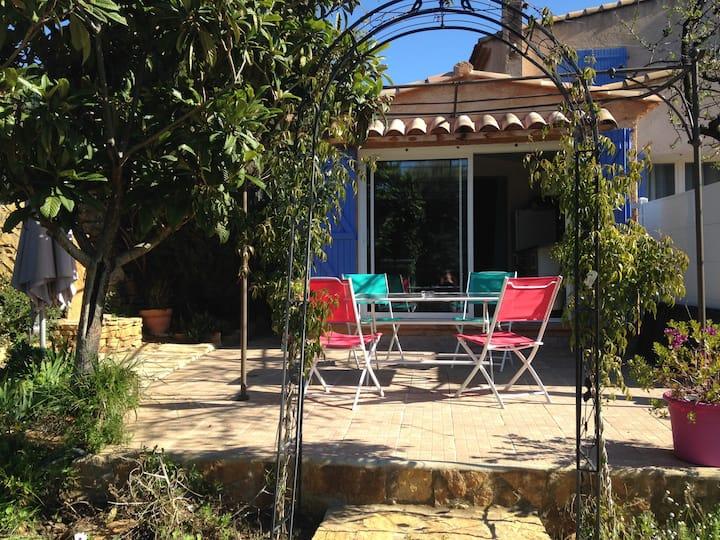 Joli studio dans villa avec piscine