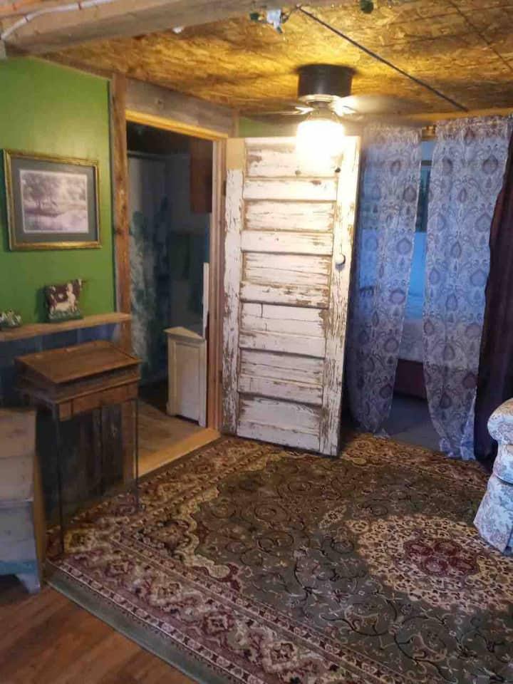 Rustic studio in quiet country setting