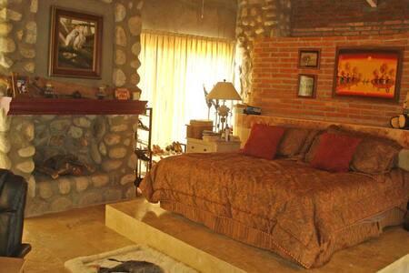 Cabo Sand Castle Private Room/Ensuite Bath, Patio - Cabo San Lucas