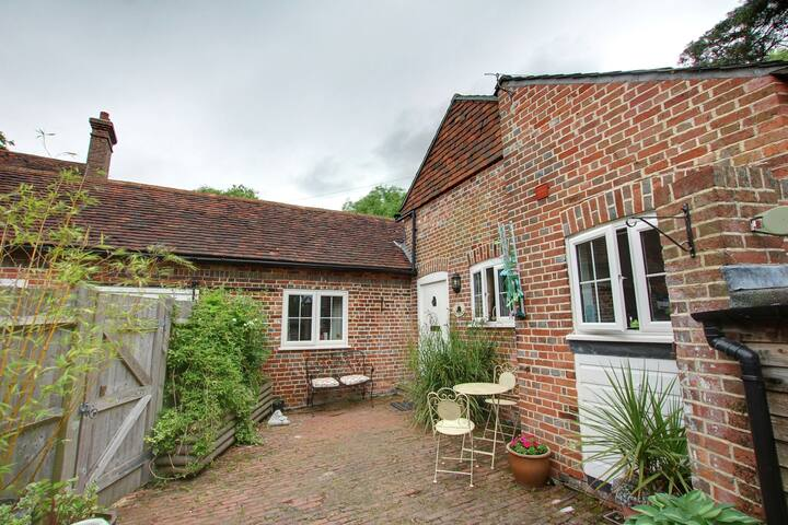 Ideal 2-Bedroom Holiday Home in Goudhurst with Balcony