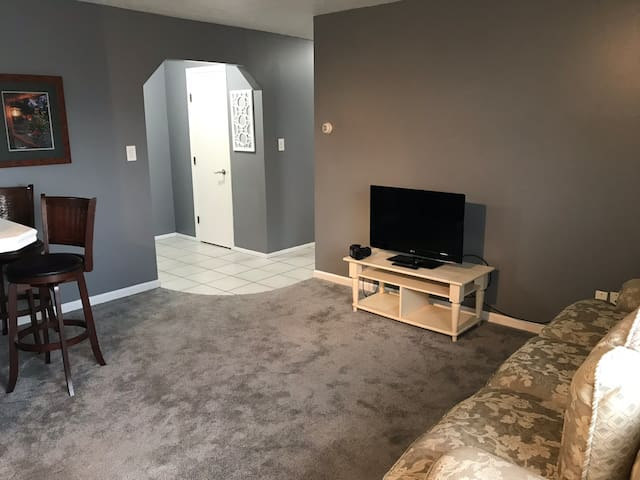 Entire condo by NASA, airport, highways, shopping