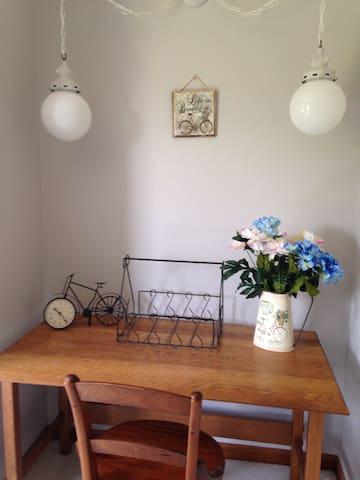 Tandem Inn Bike Room - South Haven - Bed & Breakfast