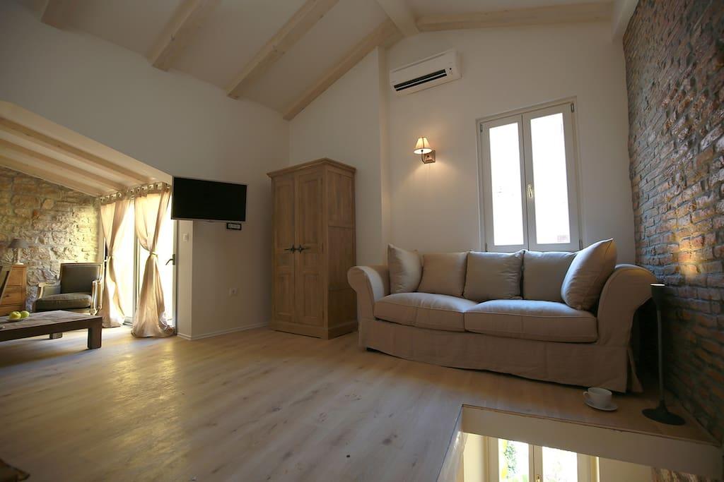 Wohn/Schlafzimmer im Dachgeschoss inkl. Balkon