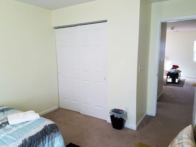 Comfy full  bed, clean room - Raleigh - Haus
