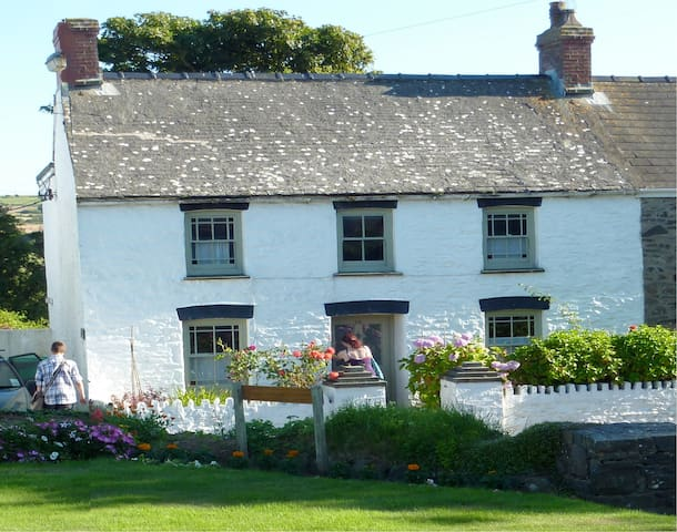 Cosy cottage on the Pembrokeshire coast