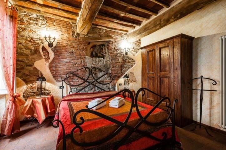 B&BCorte dei foletti-camera con bagno 1km da Lucca