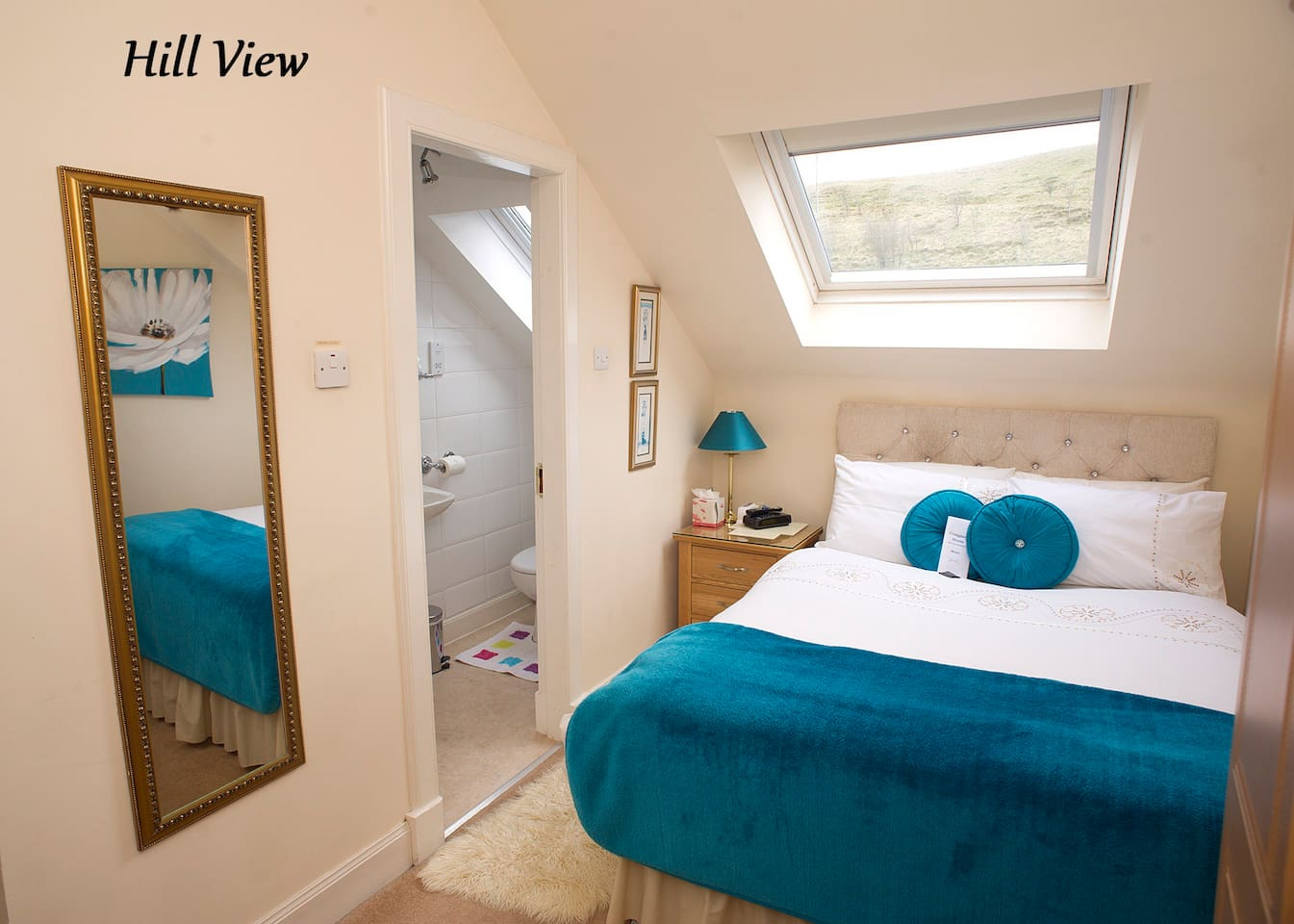 """Bright and airy """"Hill View"""" room available only for one person"""