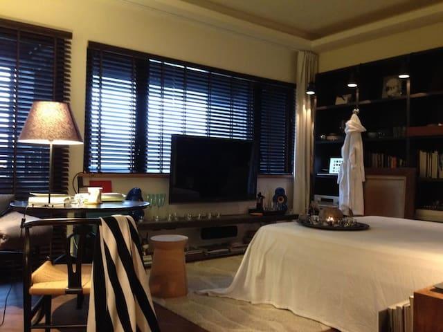 Well Room好窩(LOFT裝潢/近美麗華&內湖科學園區/捷運港墘站1號出口即達住處)