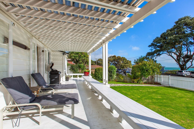 Harbour Master's Cottage - Raglan Holiday Home