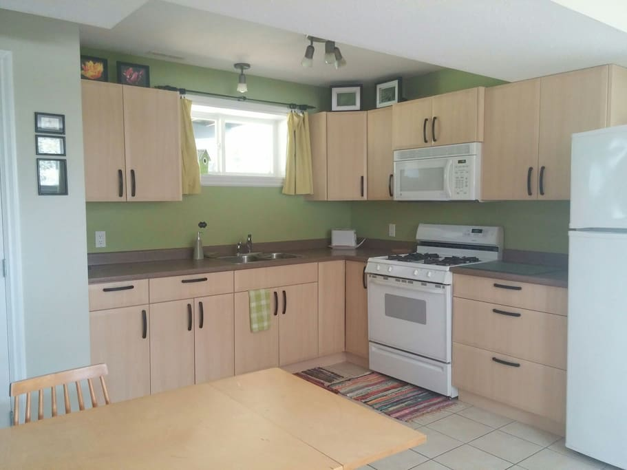 The kitchen contains all the home good you'll need to cook your own meals, including a small assortment of spices and condiments. Grocery stores (and restaurants) are within walking distance.