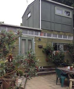 Self-contained garden studio. - Auckland