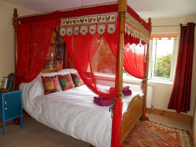 Romantic rural yet central South Devon hideaway