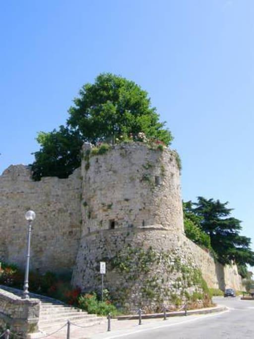 Torre sopra la quale insiste il giardino