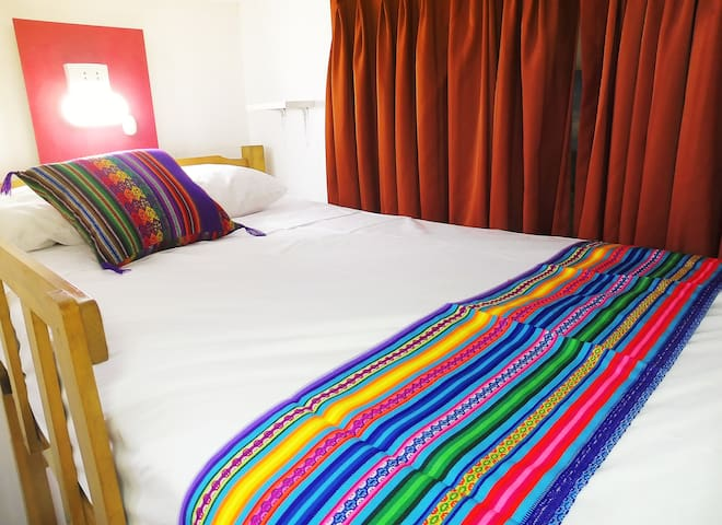 4 shared beds in Dorm/bathroom - Airport Hostel