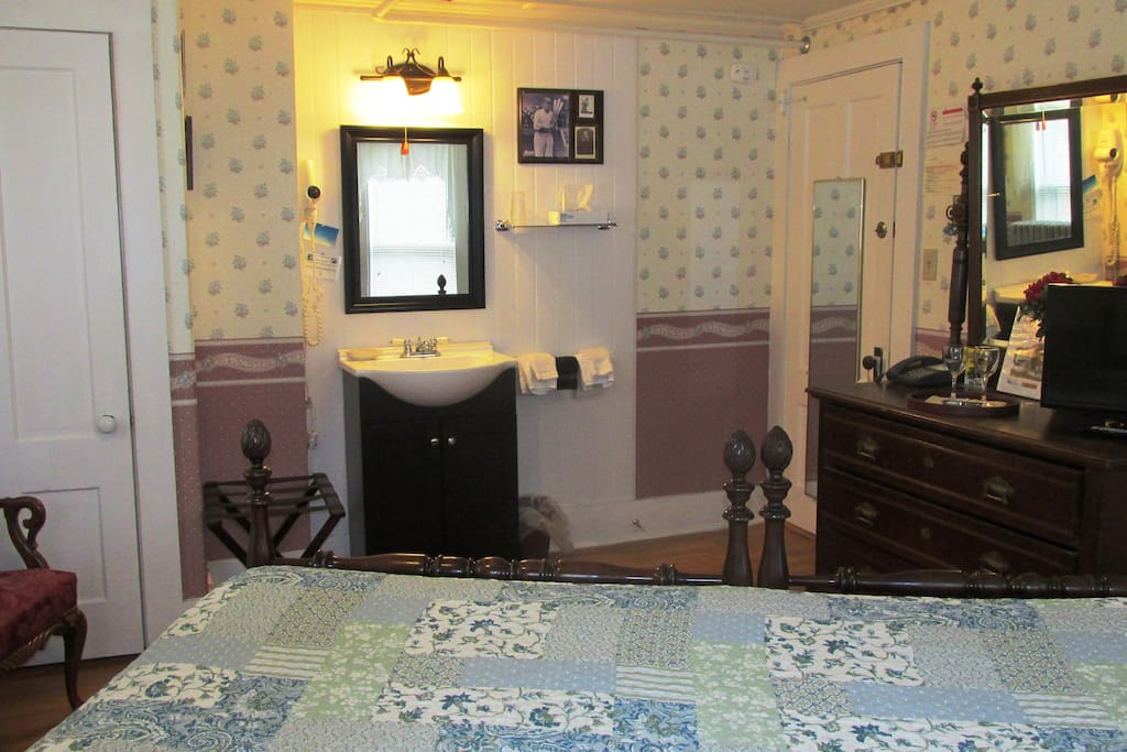 Spacious room with in-room sink