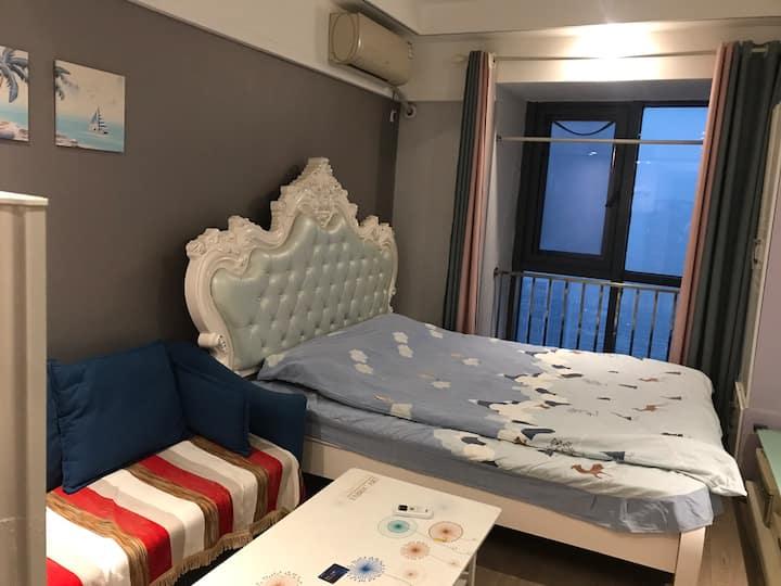 洪家楼 印象城 浪漫爱的小屋 阳光明媚的大床房