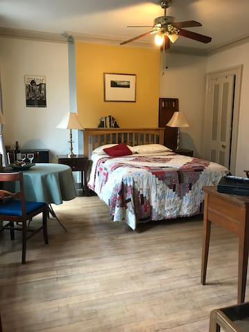 Lovely private bed/bath Paulus Hook, Jersey City