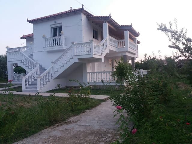 Sweet Retreat, with SeaView for Relaxing Holidays