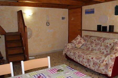 Appartamento tra i vicoli di Gaeta - Wooden Room