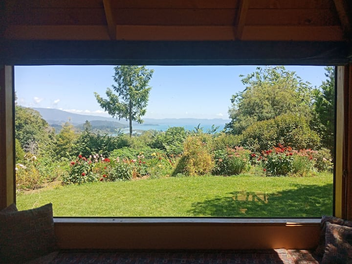 Stunning Bay views,  sunny with a relaxed feel.