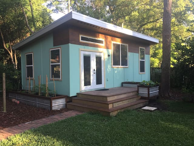 Charming Guest House Close to UF and Downtown