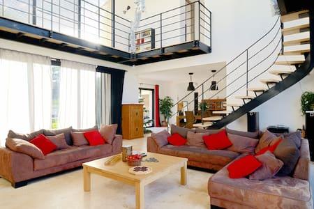 Villa contemporaine à 10 min d'Aix - Meyrargues - House
