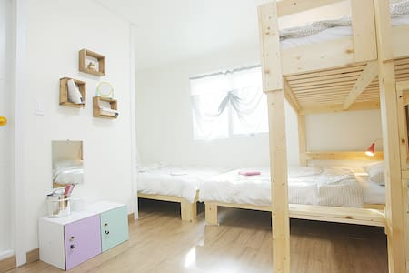 3 Bed Dormitory - Andong-si - Bed & Breakfast