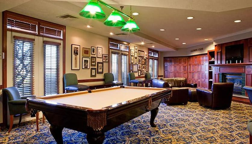 Varsity Clubs of America South Bend Game Room