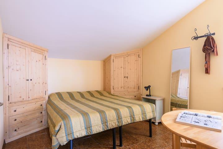Comoda camera con bagno in villetta indipendente - Siena - House