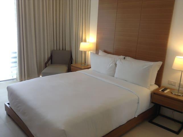 Quiet and Elegant Getaway at Batangas City